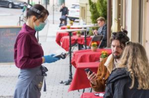 social distancing at restaurant